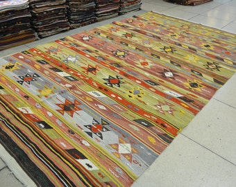 Turkish Vintage kilm rug. Turkish rug. Free shipping. 9.5 x 5.4 feet. (2.91 x 1.66 cm)