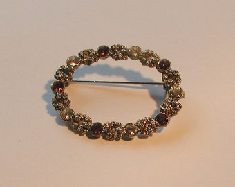 Lovely Vintage Silver Tone Purple Crystal Wreath Brooch Pin