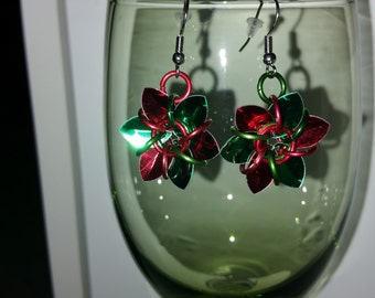 Christmas Earrings - Scale Mail - Tiny scales - Flower Design - six petals - Red and Green