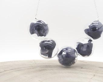 Glass Bubble silk necklace (milk/navy)