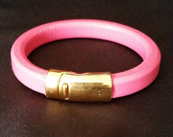 Pink licorice leather bracelet with gold magnetic clasp