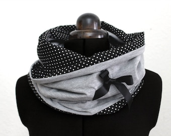 Loop / scarf with dots