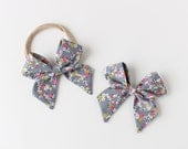 "Gray Daisy Chain Fabric ""Dahlia"" Bow"