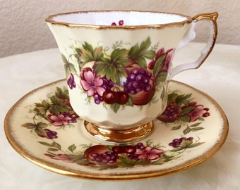 Vintage beautiful Elizabethan Saffordshire tea cup set in Excellent condition Made in England