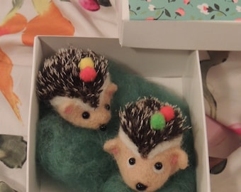 Felted hedgehog mini
