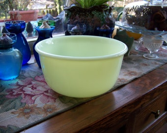Custard Yellow Hamilton Beach Mixing Bowl