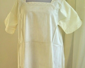 Antic white Nightgown