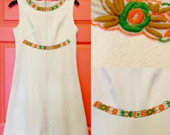 1960's Vintage Mod Twiggy Above the Knee Breast Dart fitted Fliral Accent sleeveless dress sz L