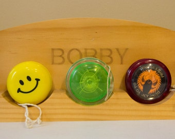 Bobby Yo-Yo display, with 5 assorted yo-yo's of varying age and style.