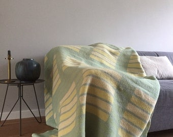 Wool blanket retro design in soft yellow, blue and green - Vintage throw