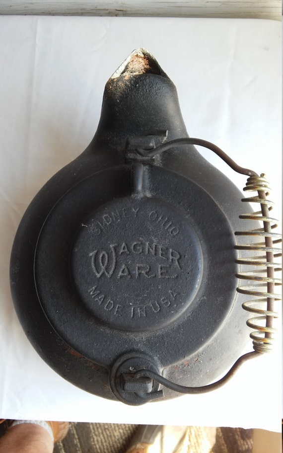 "Vintage 1909 Wagner Ware 9"" Kettle.  Very nice condition for the age and the handle is intact."