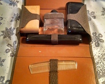 Vintage mens travel kit, tioletry kit, vintage toiletry, vintage travel, shaving kit, Dop kit, brush comb, leather, soapdish, Father's Day