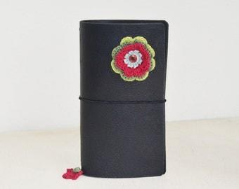 RG XL Traveler's notebook black with a crochet flower red green - midori like- fauxdori