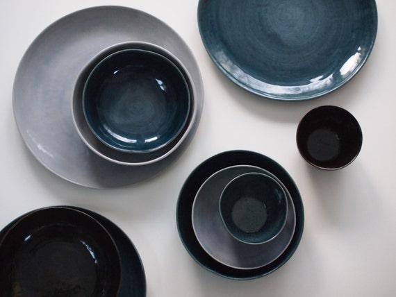 steinzeug geschirr set in blau braun violett keramik teller. Black Bedroom Furniture Sets. Home Design Ideas