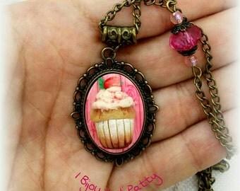 Collana con cammeo cupcake fuxia