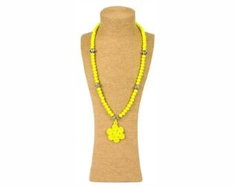 Yellow Moroccan Necklace / Sautoir à perles en bois jaune - Yellow wooden beads / Pendentif passementerie - Trimmings pendant