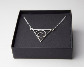 """Triangle """"G"""" Pendent Neckless"""