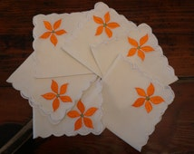 1960's Embroidered Tablecloth and Napkins / Vintage Table Linen