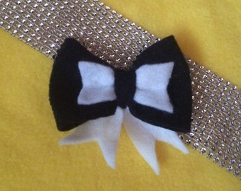 Black and white felt bow clip