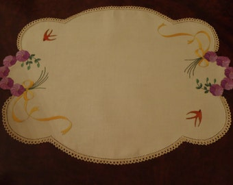 Vintage Pansy Doily Large off White Linen Table Center Exquisite Hand Embroidery Hand Crochet Doyley 18 1/2  X 13 1/4 inch (47 X 33.5 cm)