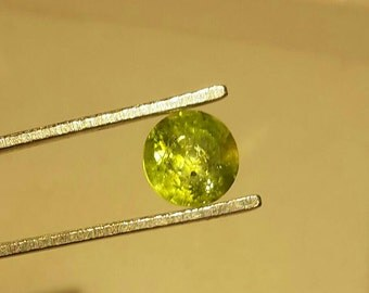 Natural Peridot solitaire 6mm