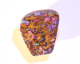 9.56 cts - VIDEO - boulder Opal pendant - freeform cabochon - Queensland - Australia - natural stone