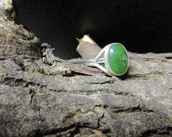 925 Silver and Chrysophase Ring Size 9.5