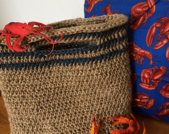 Beach bag homemade with jute twine, lobster pattern lining
