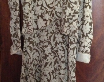 Dress 30s silk crepe and caraco beige floral motifs on buff background