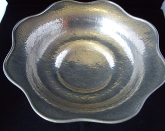 A pewter bowl, very tactile, early Art Nouveau, Arts and Crafts.