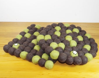 Hand made KIWI felt ball pot stand