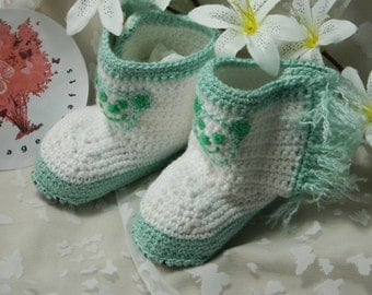 Bootee Slippers  BO8  Medium (6 12 months. Heel to toe 11cm approximately)