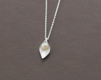sterling silver leaf necklace, leaf pendant, freshwater pearl necklace, pearl pendant, nature necklace, nature pendant, pearl in leaf