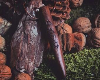 Holzanhänger mit Elementsymbolen - Handgefertigt