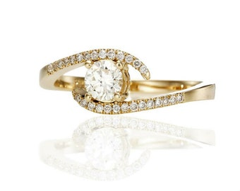 Ring white gold with 14 k Yellow Gold Diamond central 0.60 CT