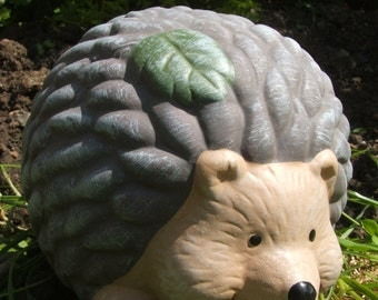 Latex mould or mold for a headgehog with leaf on head