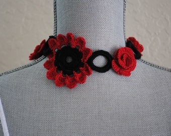 Red roses and black accents for this crochet necklace
