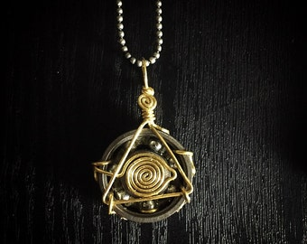 All-seeing Eye Bearing Pendant (gold)