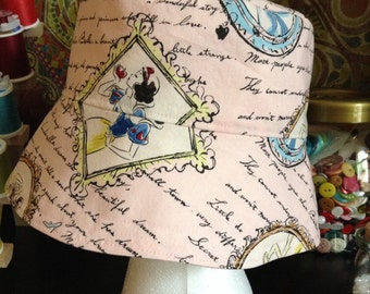 Reversible Cinderella bucket hat size S