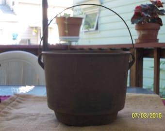 Antique/Primitive, Gate Mark, #8, Cast Iron, 3 Footed Pot/Kettle, w/ Handle....