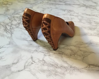 SALE...1980s butterscotch brown leather heels | criss cross leather lacing back | 7.5