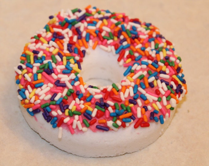 Vanilla Sprinkle Donut Handmade fizzy Bubbles Bath Bomb. Valentines Day Gift ! LUSH, Party Favors, Gift Sets, Unique gift, Bath bomb lovers