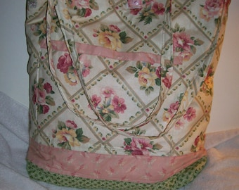 Pink floral on lattace tote bag.  Cotton and quilted fabric makes it lite weight and strong.  Ideal for travel'  t110l