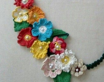Flowers necklace crocheted with 100% cotton