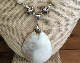 dearprudenceshoppe white shiny shell necklace