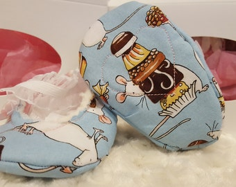 Heart & Sole: Blue Mouse Patterned Crib Shoe / Booties