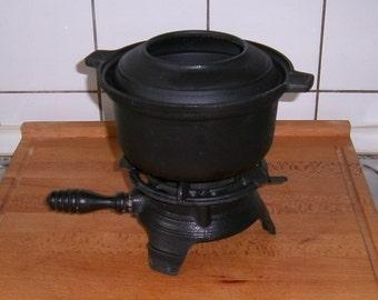 Vintage fondue * cast iron e France * - old
