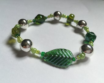 Green Leaf Bracelet (glassbeads)
