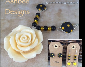 Bumble Bee Rose Necklace