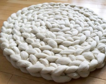 Chunky hand-crocheted circular wool rug / natural - unbleached
